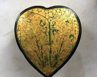 Vintage Kashmir India Heart Shaped Lacquer Paper Mache Trinket Box