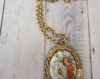 "Vintage Ceramic Cameo Pendant/Brooch on Thick Textured Rolo Style Gold Tone Chain, 24"" Long"