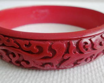 Vintage Cinnebar Bracelet Intertwined Vines or Flowers