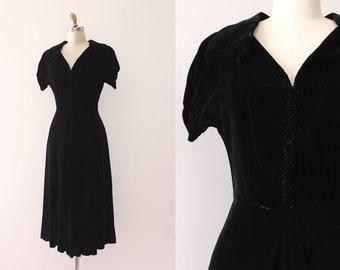 vintage 1940s dress // 40s black velvet dress