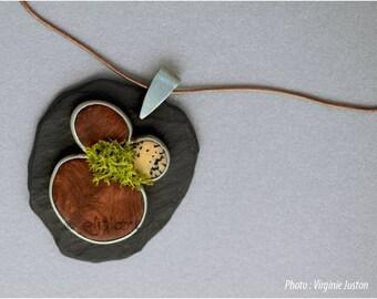 Pendentif en bois, argent et autres matériaux naturels