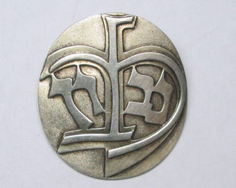 Vintage sterling brooch / pin with writing , looks Jewish / Judaica to me