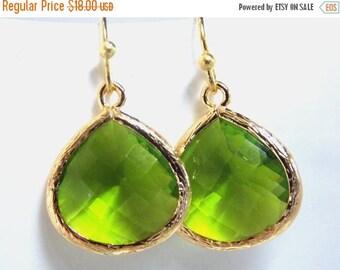 SALE Gold Apple Green Earrings, Glass Earrings, Green Apple, Peridot, Bridesmaid Jewelry, Bridesmaid Earrings, Bridal Jewelry, Bridesmaid Gi