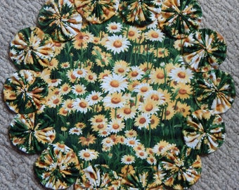"Field of Yellow Wildflowers 12"" Yo Yo Doily"