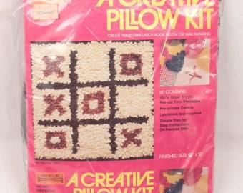 latchhook kit // tic tac toe pillow cover
