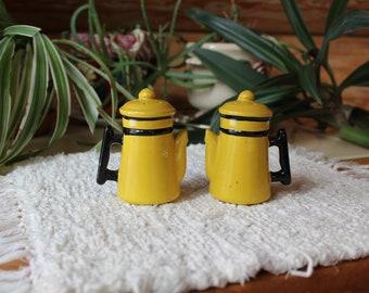 Vntg Coffee Pot Salt & Pepper Shakers Yellow Kitchen