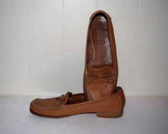 salvation armani vintage shoes - vintage coach - vintage leather loafers - vintage coach loafers - brown with flower tassels - size 6.5