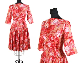 1950s Dress // Body Hugging Floral Cotton Drop Waist Pleated Skirt Bombshell Dress