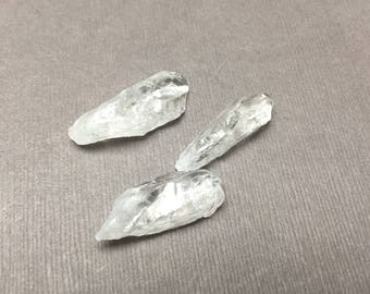 Quartz Point. Clear. Rough Tumbled Stone. Crystal. Wicca. Gemstone Un-drilled. Wire Wrapping. 28mm - 30mm. One (1)