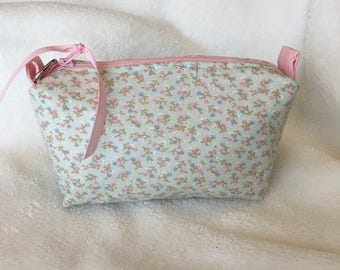 Mint floral vintage fabric essential oil pouch, holds 10 bottles (5 ml-15ml).  Handmade, ready to ship.