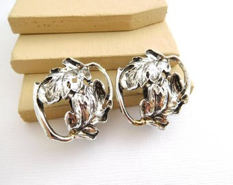 Vintage Chunky Distressed Silver Tone Art Nouveau Leaf Clip On Earrings HH10