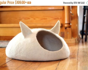 Pets bed / Cat bed - cat cave - cat house - eco-friendly handmade felted wool cat bed - natural white - unique gift - pets gift