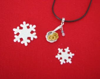 Necklace little Christmas cookies plate pretzel ref 178