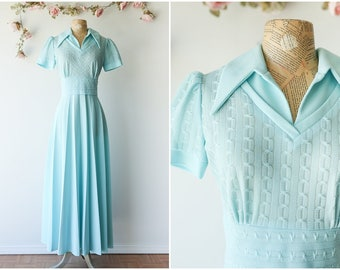 Pastel Blue Knit Vintage Maxi Dress - Short Sleeved Collared Maxi with Short Sleeves and Pleated Skirt - Size Large