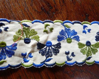 COTTON LACE EMBROIDERED WITH FLOWERS