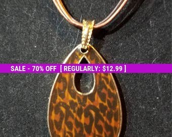 Pretty leopard pendant KC necklace