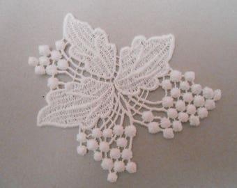 White applique lace 7 x 6 cm