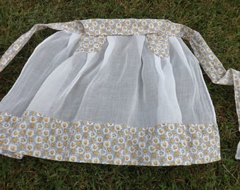 Sweet vintage white organdy half apron with yellow rose cotton contrast fabric - beautifully made!