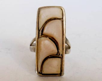 Vintage Mother of Pearl Ring    Sterling Silver  Size 6
