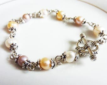 Antique Ivory and Pale Pink Silver Capped Dainty Pearl Bracelet