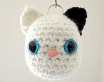 White cat keychain, Cat keyring, Crocheted cat