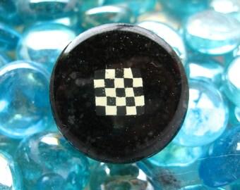 "RING graphic ""Black & white checkerboard"" - diameter 25 mm"
