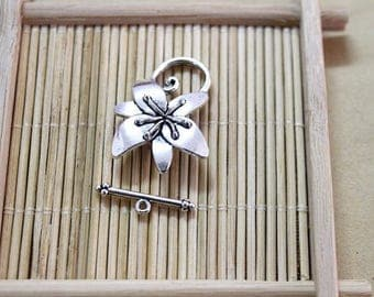 15 silver metal flower toggle clasps