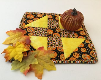 Fall Mini Quilt, Halloween, Jack O' Lantern,  Pumpkin Mini Quilt, Halloween Trivet, Pumpkin Pot Holder, Autumn Table Topper