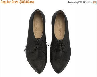 CHRISTMAS IN JULY Black textured leather shoes, black oxford shoes,  Polly Jean flat shoes
