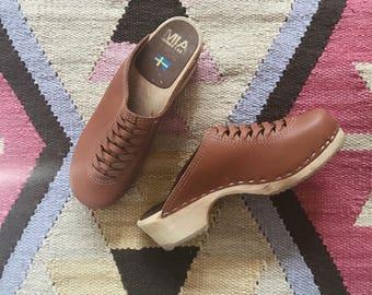 VTG MIA Leather Clogs // Vintage // Size 39 // Brown // Wood // Bohemian //