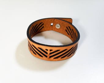 Diagonals Bracelet in leather with adjustable button closure, leather bracelet, leather cuff bracelet, leather cuff, hipster, mens bracelet