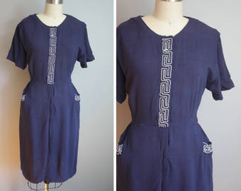 1950s Linen Dress // Pocketed with Embroidered Detail // Large