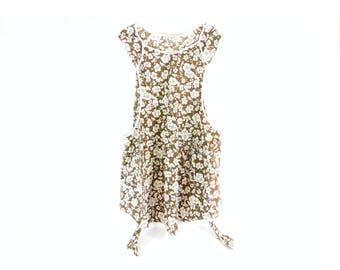 Vintage Full Bib Apron, Brown Background with White Flowers, Farmhouse, Cottage Style, Retro Apron, Cotton Apron