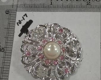 10% OFF 3 day sale Vintage used  silvertone  brooch with pearl center