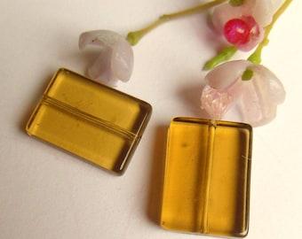 set of 2 beads yellow glass rectangle