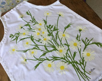 Vintage Vera Neumann apron, white with daisies with yellow centers