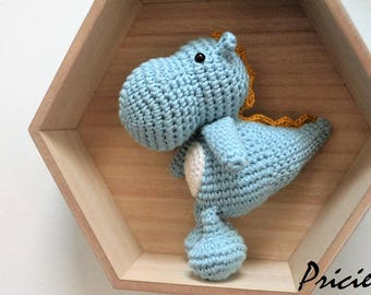 Cuddly dragon made with crochet camaeu