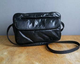 90s black leather purse / vintage black leather shoulder bag / soft slouchy boho purse / minimalist shouder purse / black handbag