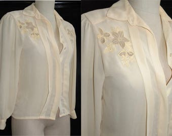 1970's 70s Blouse /  pleat  front /  career / tuxedo / blouse / shirt / top / Ivory / Floral embroidery / vintage 3/4 XS
