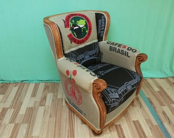 This vintage deco armchair is an absolute eye-catcher in any room!