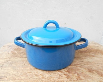 French enamel cooking pot with lid, deep blue enamelware. French vintage kitchen ware. Duck blue Medium size covered dish.