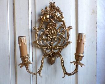 French vintage gilded bronze light sconce. Cherubs Doves. Romantic french light sconce. French flea market wall light. Paris apartment decor