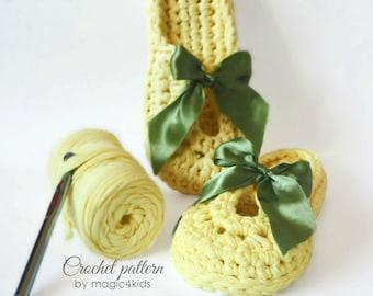 Crochet pattern- women T-shirt yarn slippers,all sizes,adjustable width,slip ons,shoes,loafers,scuffs,adult,t-shirt yarn,spaghetti yarn