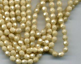 20 beads 4 mm Beige