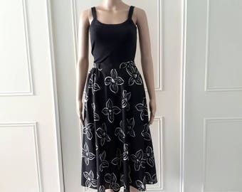 Floral print skirt summer skirt Your Sixth Sense 1980's vintage skirt mid length skirt floaty skirt black white size 14 (best fit size 8)