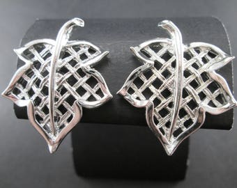 Vintage Emmons Silver Tn Lattice Maple Leaf Earrings Clip On 60s Signed