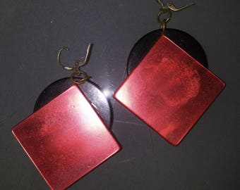 EARRING IN RED AND BLACK (1980)