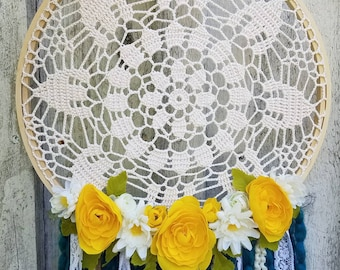 Antique Crocheted Doily Dreamcatcher   Boho   Floral   Wallhanging