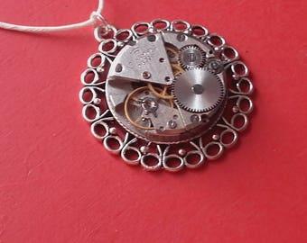 Pendant mechanism vintage creation