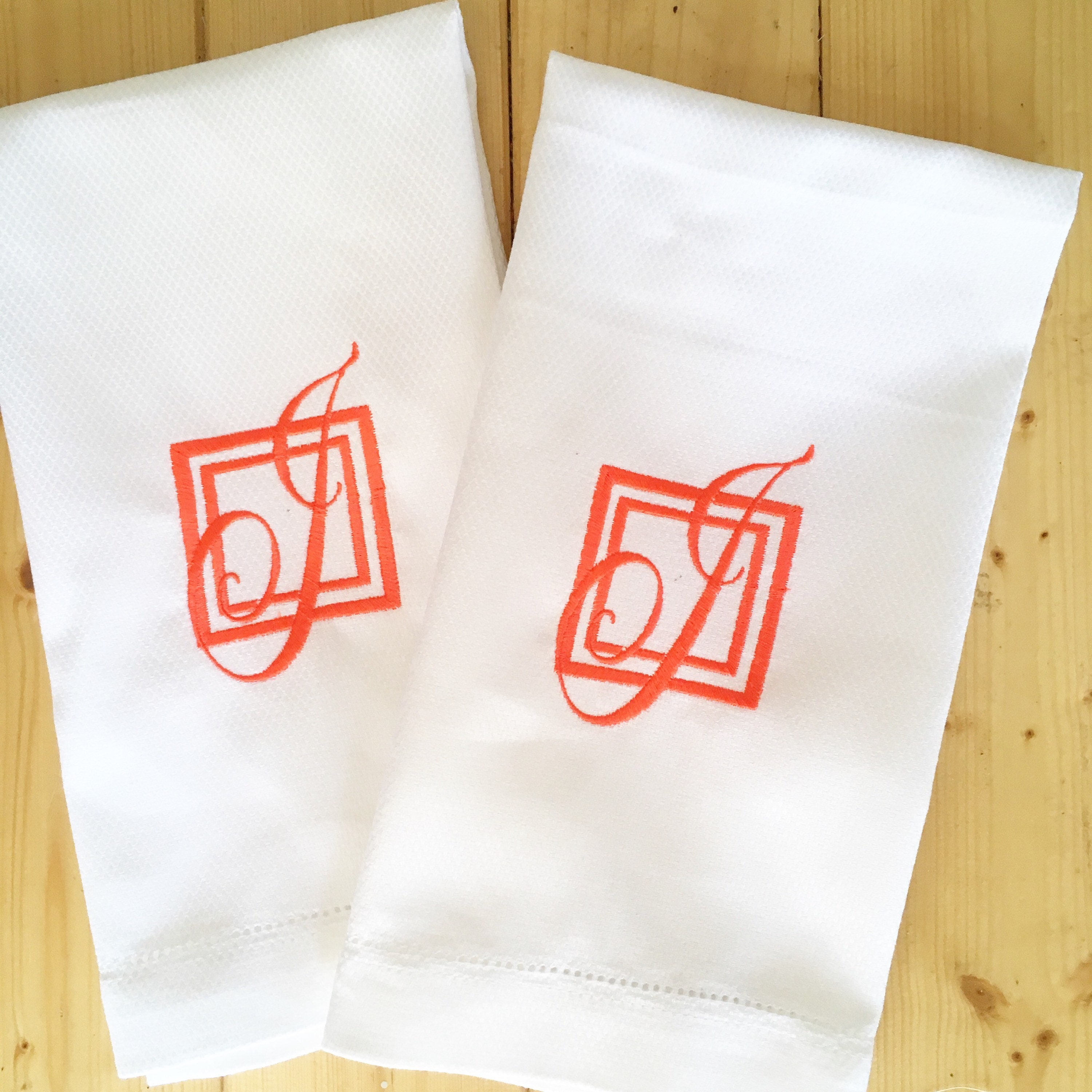 Embroidered Towels For Wedding Gift: Monogram Guest Towel / Wedding Gift / Monogram Gift / Hand